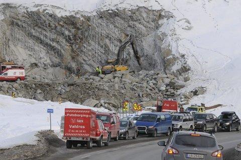 OMKOM: Maskinfører Bjørn Erik Haugrud døde etter eksplosjonen ved tunnelarbeidet på E16 ved Klosbøle i 2016. Statens vegvesen og Brødrene Dokken AS vurderer foreløpig om de godtar dommen, hvor de ble ilagt bøter på en halv million.