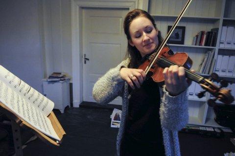 KREATIVE MIDLER: Ragnhild Hemsing har alltid mye spennende på gang, og nå har hun fått 200.000 kroner fra fylkeskommunen til å jobbe videre med sine prosjekter.