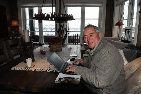 DET GODE HYTTELIV: Arne Lambech angrer ikke på valget av ny hytte på Vaset. Han tilbringer halve året her.
