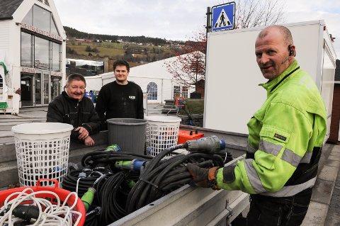 Øyvind Abelsen, Jostein Melby og Hauk-Håvard Myrvold er klar for å ta imot rakfiskfestivalens 25.000 besøkende. Foto: Ingvar Skattebu