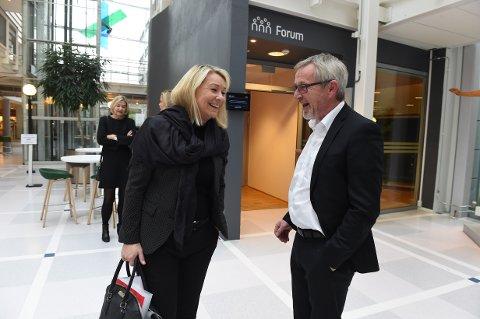 GLAD I RAUFOSS: Næringsminister Mæland har besøkt Raufoss mange ganger og kommer helt sikkert snart tilbake for å prate med blant annet Strandlie.