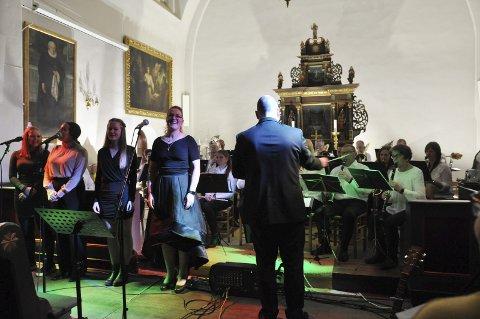 ALLSANG: Alle solistene deltok i siste nummer, Deilig er jorden. Fra venstre Thea Kjerstine Tokerud, Natalie Grøndahl Tangen, Marte Holter Bålerud og Ida Marie Ringerud.FOTO: Hans Olav Granheim