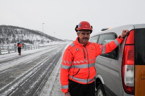 TAR OVER: Prosjektleder Odd Erik Haugen bekrefter at Statens vegvesen har overtatt arbeidet med å fulleføre det elektriske arbeidet i Rødølstunelen på E16 i Vang. FOTO: INGVAR SKATTEBU