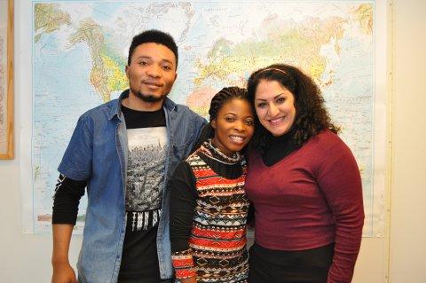 TAKKNEMLIGE: Destin Shemono (21), Safarani Ramazani (20) og Sara Roen (30) fra henholdsvis Kongo og Afghanistan fikk god hjelp av folk på Raufoss da de kom til landet.