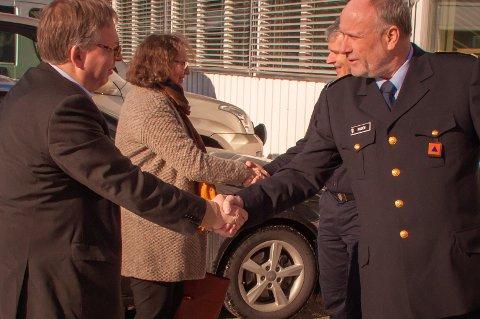 Statssekretær Thor Kleppen Sætten (t.v.) besøkte denne uka distriktssjef Roar Nilsen og resten av Sivilforsvarets nasjonale kompetansesenter på Starum