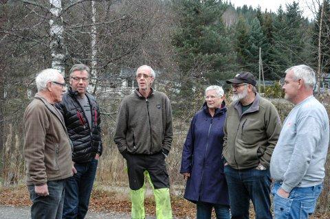 Private vannverkseiere i Søndre Land motsetter seg tvungen påkopling til kommunal vannforsyning. Her representert ved f.v. Rolf Hagesveen, Terje Nordengen, Kjell Arild Walle, Vigdis Wattum, Jarl Eirik Raaum og Hartvig Moasveen.
