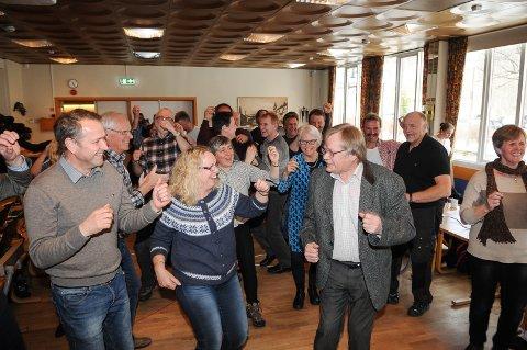 TV-STJERNER: Nordre Land kommunestyre danset vilt i forbindelse med VG-listas besøk i fjor. Nå skal alle møtene streames slik at innbyggerne kan se hva som foregår i kommunestyresalen. Foto: Ingvar Skattebu