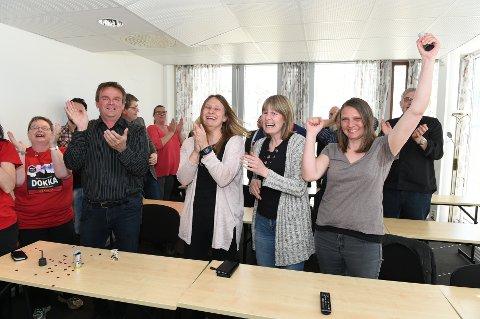 Jubel, glede og tårer når det går opp for prosjektgruppa at de har vunnet konkurransen om en av VG-listas to Extra-konserter. Foto Henning Gulbrandsen