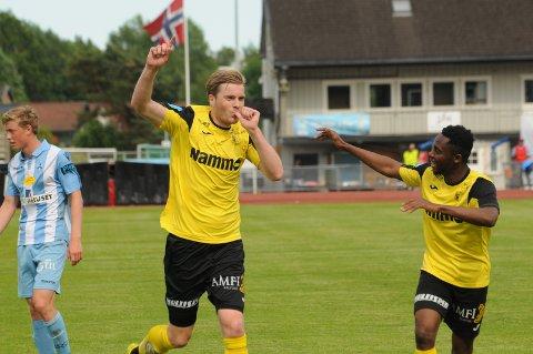 Petter Senstad scoret sitt siste seriemål mot Follo på vakkert vis, og avsluttet Raufoiss-karrieren med å sørge for ekstraomganger og straffesparkkonkurranse i kvalikkampen mot Notodden.