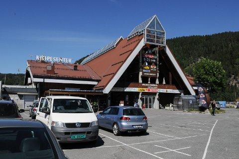 Valdrestunet er til salgs. Megleren oppgir ingen prisantydning på kjøpesenteret i Bagn i Valdres. Foto: Ingvar Skattebu