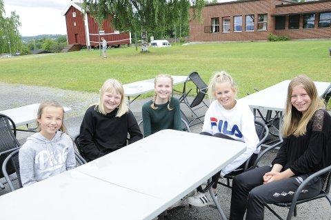 KORPSSOMMER: Idun Finstuen Grime, Inga Torine Sand Snipstad, Ingrid Granseth, Ingvill Bøe Stenseng og Nina Askvig tilbringer en uke av sommeren på Toneheim.