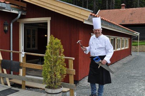 ALTMULIGMANN: Driver av Torsætra Frode Skogstrand har hendene fulle om dagen. Samtidig som restauranten holder oppe utvider de til 50 nye spiseplasser.