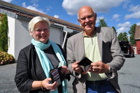 FYLL OPP PENGEBOKA: Fride Haugen Vedde, konstituert leder for Gjøvik Frivilligsentral og ordfører Bjørn Iddberg, er overbevist om at mandagens gratiskurs i Gjøvikhallen vil bidra til å fylle opp lommeboka til mange lag og foreninger.