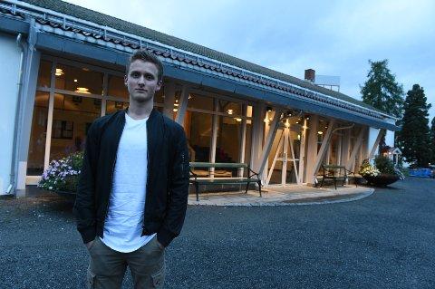 Rot: Martin Ellingsen fant ikke valglista han var ute etter i stemmeavlukket i Gjøvikhallen mandag.