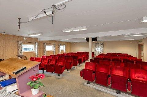 KINOSTOLER: 110 av sittestolene i storsalen  kommer fra Gjøik kino.