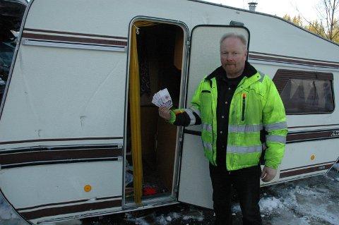 BETALER: Metallco Oppland i Hunndalen har mottatt to campingvogner til kondemnering. Nå gis 3000 kroner i vrakpant av myndighetene for slike vogner, sier driftsleder Jan Kihle.