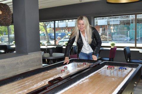 LOUNGE: Hotellsjef Karoline Hammer Larsen inviterer inn til Pi Shuffle.