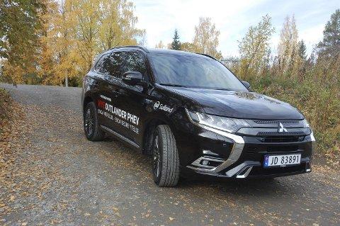KRAFT OG MILJØ: Mitsubishi har hatt stor suksess i Norge med sin plug-in-hybrid Outlander PHEV. Nå er den her i helt ny versjon.FOTO: ØYVIN SØRAA