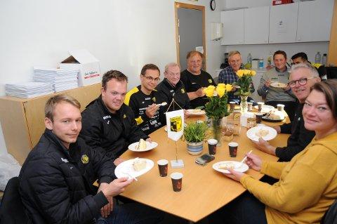 Christian Johnsen, trenerkollegaer og administrasjonen i Raufoss Fotball hadde slett ingen blåmandag på kontoret etter lørdagens opprykk, og er allerede i gang med planleggingen av neste sesong i 1. divisjon.