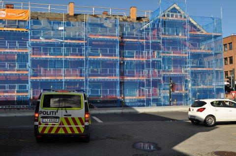 TILSYN: Arbeidstilsynet og Skatteetaten gjennomførte to tilsyn på Sandsgården. Politiet bisto i forbindelse med tilsynet 28. september.