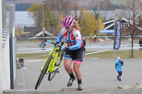 Elisabeth Sveum tok sin tredje norgescupseier i sykkelcross i helga.