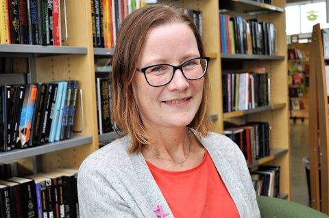SENSKADER: Barnebibliotekar Ingunn Glæserud  har flere senskader etter brystkreftbehandling. Senskader er også tema for årets Rosa Sløyfe-aksjon, som pågår hele oktober