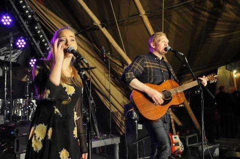ENERGISK: Klubbaduo med Maria og Jan Kjetil bød på partymusikk fra Hellbillies og Sigrid, pluss masse mer.