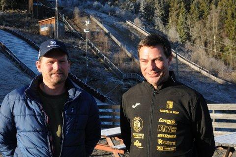 Anders Heimdahl (t.v) og Ole Anders Hoff er bekymret for framtida til de største Lønnbergbakkene.
