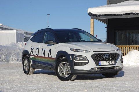 LEKEN: Her har forhandleren lekt seg litt ekstra med fargerik dekor, men Hyundai Kona har allerede i utgangspunktet et artig utseende, ikke minst i fronten.FOTO: ØYVIN SØRAA