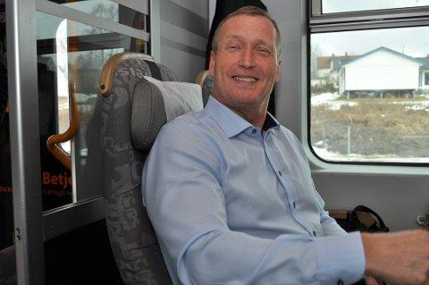 FORNØYD: Daglig leder Erik Storhaug i NSB Gjøvikbanen AS er glad for at selskapet skal kjøre togene på banestrekningen fram til 2024. ARKIVBILDE TERJE NILSEN