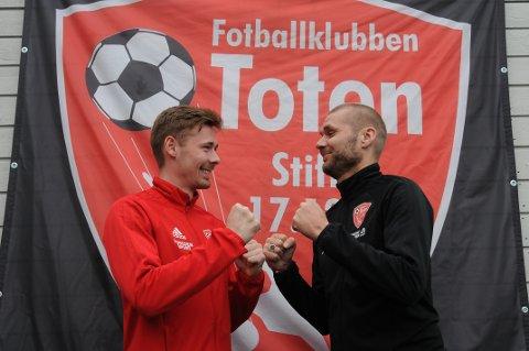 Steffen Hjelmtvedt (t.v) og trener Pål Tallerud er klare til å slå fra seg i årets 4. divisjon. Foto: Tommy Gullord