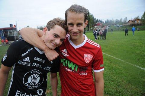 """Morten Olafsen (t.h) kunne smile bredest i """"svogerduellen"""" med Simen Engelien etter at FK Toten slo Kolbu/KK 3-1."""