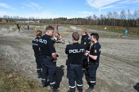 Ulykke: Poltiet var på plass på motorsenteret etter ulykken lørdag. Foto: Henning Gulbrandsen