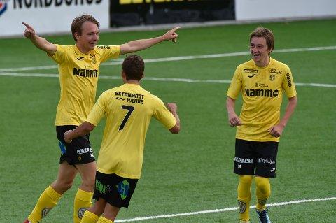 LEGGER OPP: Her jubler Fredrik Greve Monsen for scoring tidligere i sesongen. Nå legger han bort fotballskoene og fortsetter i en lederrolle i klubben.