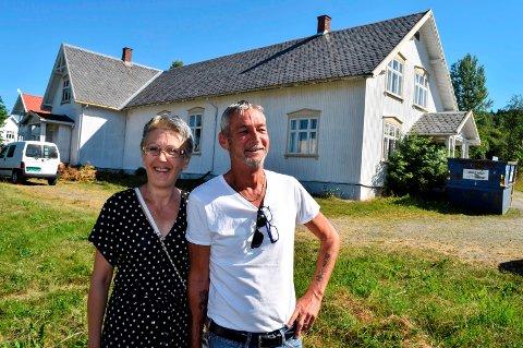HAR KJØPT HOVLAND: Zana Grgic og Dag Tore Tvinnereim har kjøpt Hovland av Søndre Land menighetsråd.
