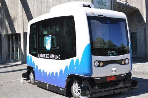 SLIK SER DEN UT: Denne førerløse bussen var i drift i Gjøvik sentrum i to måneder høsten 2019. Våren 2019 foreligger sluttrapporten.