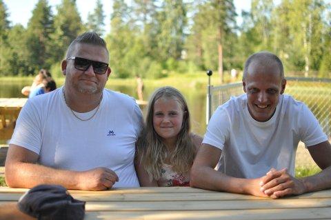 Hard jobbing: Thomas Stjern Evensen, Vanessa Evensen og Ole Anders Veseth koser seg på Badedammen nesten hver dag.