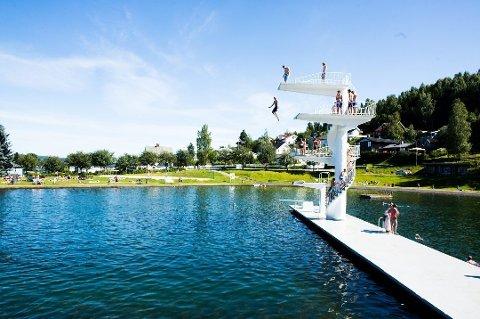 POPULÆRT: Fastland er et populært badested i varmen.
