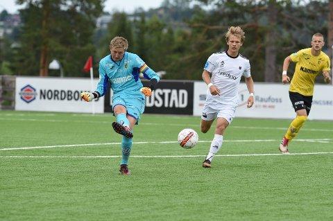 HOLDT TIL SEIER: Ole Kristian Lauvli måtte se én ball passere seg for så å ende opp i nettet, men det holdt likevel til seier for serielederen Raufoss.
