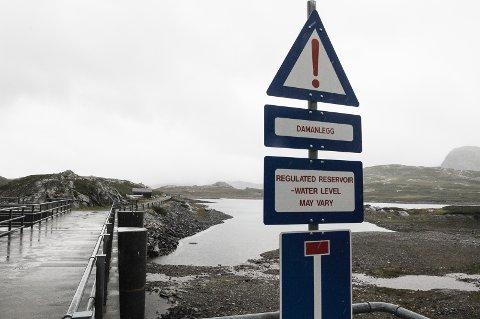 IKKE FULLT: Det store vannmagasinet Bygdin er ikke fullt mot slutten av august. Ifølge NVE kan norske vannkraftmagasin nå et historisk bunnivå i løpet av vinteren. Foto: Ingvar Skattebu