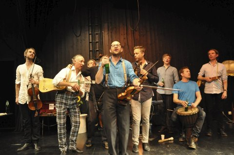 SVINGER SEIDELEN: The  Alehouse Sessions åpner høstens Resonans-program, og Gulating holder ølkurs i forkant. Her fra en Resonans-konsert i 2014.