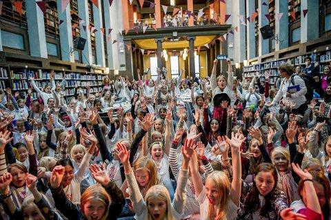 HØY STEMNING: Girl Tech Fest ble arrangert på Deichmanske bibliotek i Oslo i fjor med stor deltakelse.