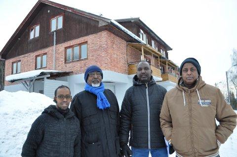 PÅ BEFARING: Mandag var styret i Islamsk kultursenter på befaring i lokalene de har kjøpt i  Hunndalen. Fra venstre: Cabdiladiif Maxamad (f.v.), Abdillahi Samatar, Mouse Sheikh Mohommed Abdi og Abdir Jalil.