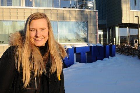 SJIKANERES: Sigrid Johanna Snuggerud har som regel et smil på lur, men hun er ærlig på at det er belastende å motta sjikane, hets og trusler.
