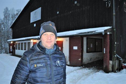 TRENGER OPPGRADERING: – Planen er at aktivitetene på den nye stevnearenaen på Biri kan bidra til å finansiere de ønskede oppgraderingene av rideskoleanlegget i Bassengparken (bildet), sier Eddie Strandengen, leder i Gjøvik Rideklubb.