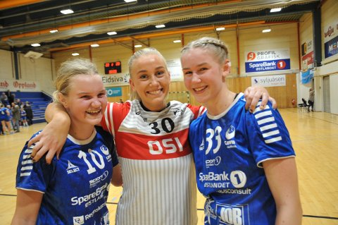Mathea Hernes Brateng (midten) kunne smile bredest etter seier mot gamleklubben, mens Hedda Larsstuen (t.v) og Mari Stensrud var yngst og best på et Gjøvik HK i motgang.