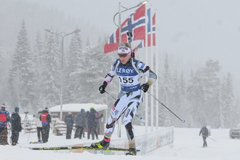Norske flagg vaiet for Vegard Thon i snøværet på Lygna lørdag. I slutten av januar håper etnedølen på det samme når han stiller til start i Ungdoms-OL i Sveits.