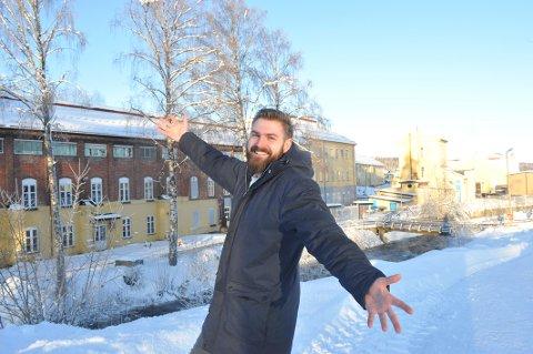 HER FØRST: – La oss bygge Gründerløkka!, sier ordfører Stian Olafsen. Han mener byutviklingen på Raufoss bør starte langs Hunnselva.