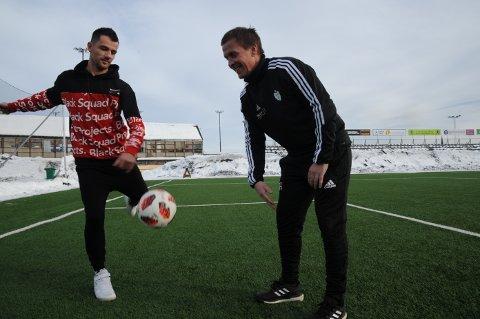 Rockey Lekaj tester nettmaskene på Gjøvik stadion for første gang som FK Gjøvik-Lyn-spiller. Det gleder trener Espen Haugs hjerte stort.