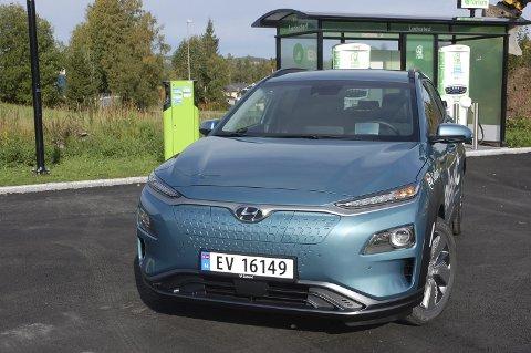 KONGEN PÅ LADEHAUGEN: Hyundai er Vestopplands mest solgte elbil-merke til nå i år, her Kona Electric.FOTO: ØYVIN SØRAA